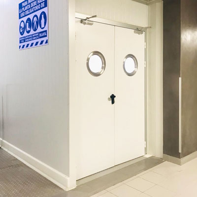 puerta-pivotante-servicio-kavidoors-400x400