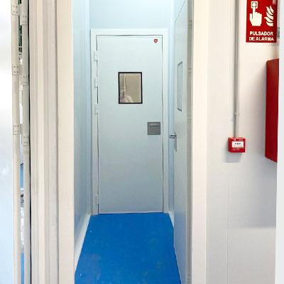 puertas-pivotantes-sala-blanca-400x400